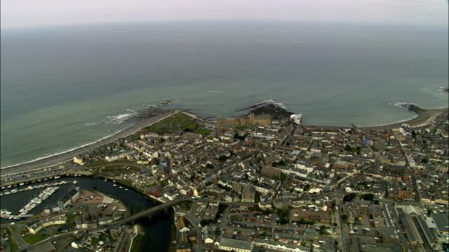 vídeos y material grabado en eventos de stock de aberystwyth-vista aérea de gales, ceredigion, reino unido - aberystwyth