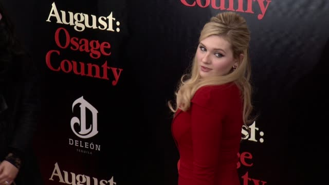 stockvideo's en b-roll-footage met abigail breslin at 'august osage county' new york premiere at ziegfeld theater on in new york city - abigail breslin