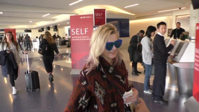 stockvideo's en b-roll-footage met abigail breslin at los angeles international airport at celebrity sightings in los angeles on january 22 2016 in los angeles california - abigail breslin