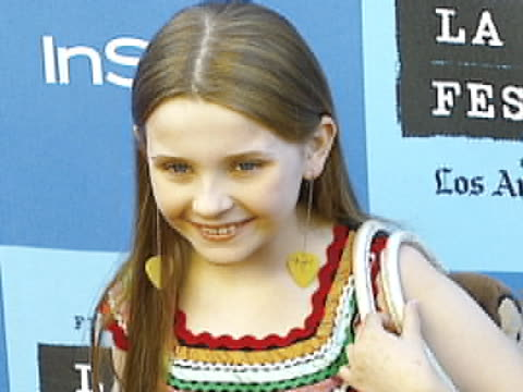 stockvideo's en b-roll-footage met abigail breslin at the little miss sunshine premiere at wadsworth theater in brentwood california - abigail breslin