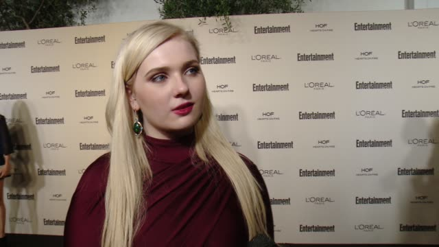 stockvideo's en b-roll-footage met interview abigail breslin on favorite television moments from this past season and on what entertainment weekly means to them at entertainment... - abigail breslin