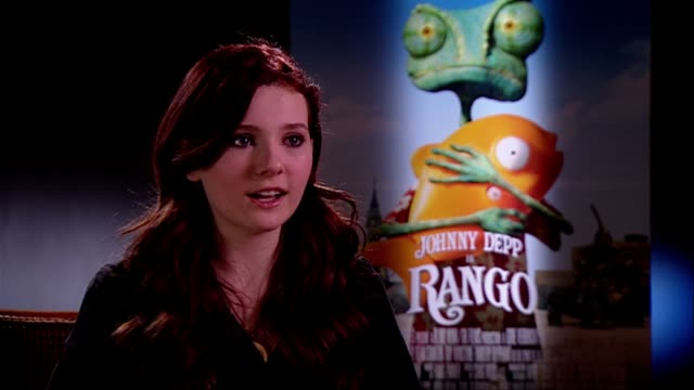 stockvideo's en b-roll-footage met abigail breslin on hearing her own voice at the rango interviews at london england - abigail breslin