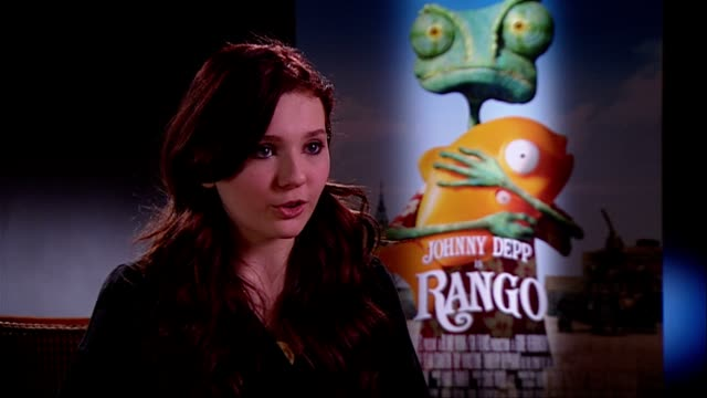 stockvideo's en b-roll-footage met abigail breslin on how she became involved at the rango interviews at london england - abigail breslin