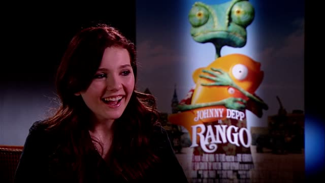 stockvideo's en b-roll-footage met abigail breslin on loving the character and having lots of fun at the rango interviews at london england - abigail breslin