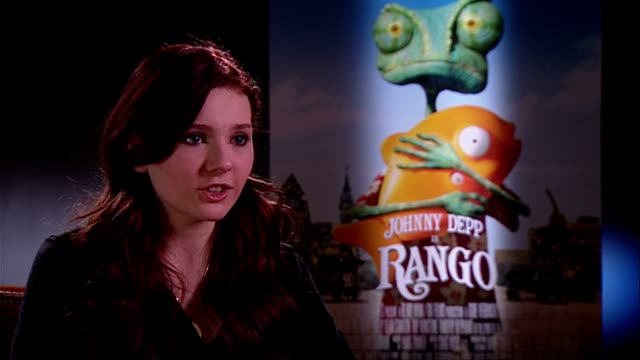 stockvideo's en b-roll-footage met abigail breslin on the film why it's different it being a fun movie at the rango interviews at london england - abigail breslin