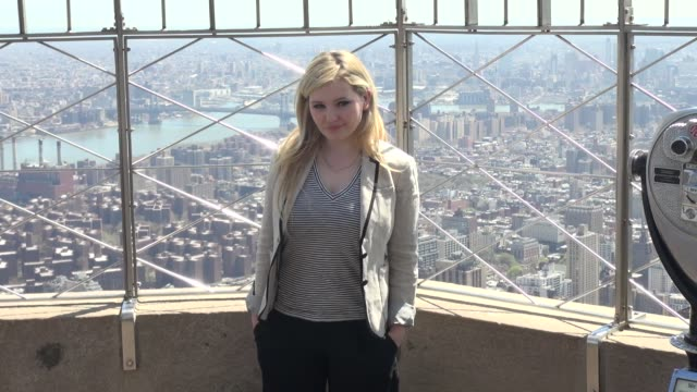 stockvideo's en b-roll-footage met abigail breslin poses for photographers on the 86th floor observatory of the empire state building for project sunshine in celebrity sightings in new... - abigail breslin