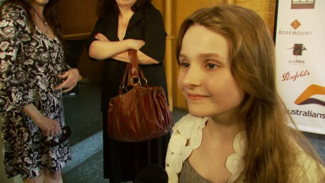 stockvideo's en b-roll-footage met abigail breslin talks about the event and working on 'little miss sunshine' at the australians in film 2007 breakthrough awards at the avalon hotel... - abigail breslin