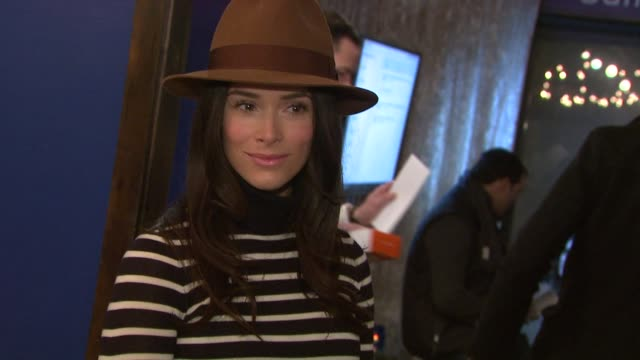 abigail spencer at celebrities visit the samsung galaxy lounge day 1 on 1/18/13 in park city utah - 1日目点の映像素材/bロール