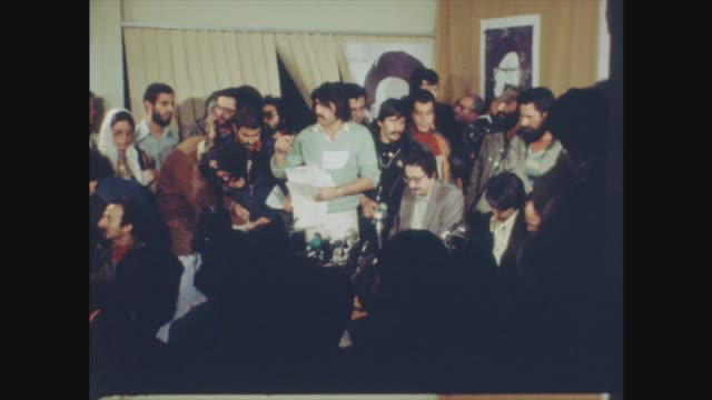 abolhassan banisadr presidential victory / us hostage situation itn file 2511980 abolhassan banisadr seated on plane tehran ext excited crowd in... - jon snow journalist stock-videos und b-roll-filmmaterial