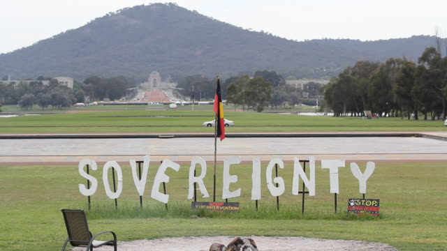 m/s aboriginal sovereignty placard exterior - australian politics stock videos & royalty-free footage