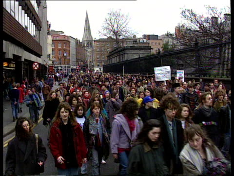 abortion eire dublin tlms proabortion demos towards cms sinead o'connor in demo towards - 1992 stock videos and b-roll footage