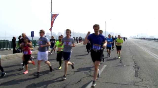 vídeos de stock e filmes b-roll de about 1000 foreigners mostly tourists participated in an annual marathon in north korea on sunday amid months of rising tensions over its aggressive... - korean new year