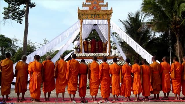 About 1000 mourners massed Thursday for the cremation of a co founder of Cambodias Khmer Rouge highlighting the stark divide between supporters and...