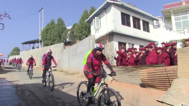 about 200 kung fu nuns kicked off a month long journey from nepal through india on saturday swapping their flowing maroon robes for lycra leggings to... - lycra stock-videos und b-roll-filmmaterial