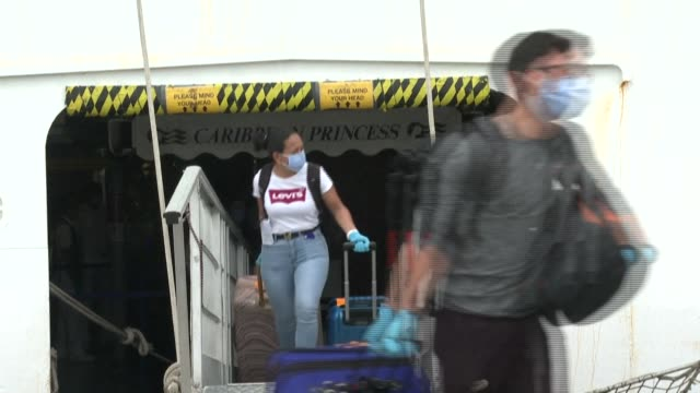 about 25 panamanians crew members from different cruise ships that were stranded all over the world due to the covid-19 pandemic, disembark at the... - cruising video stock e b–roll