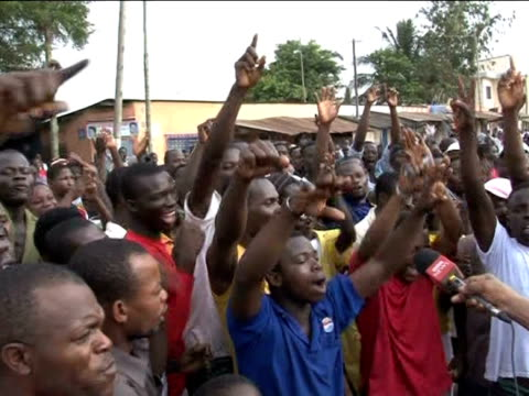 About 400 protesters mostly young people took part in a banned opposition march in Lom� on Tuesday to protest the result of Togo's presidential...