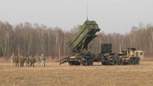 About a hundred American soldiers as well as a Patriot anti missile defense system arrived Saturday at the Sochaczew military base 50 kilometers from...