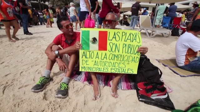 vídeos y material grabado en eventos de stock de about a thousand people took part in a picnic at the mexican resort of playa del carmen on sunday to protest the arrest of a couple of tourists on... - playa del carmen