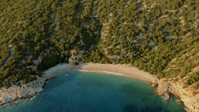 砂浜のビーチと透き通った海の上航空 - ツレス点の映像素材/bロール