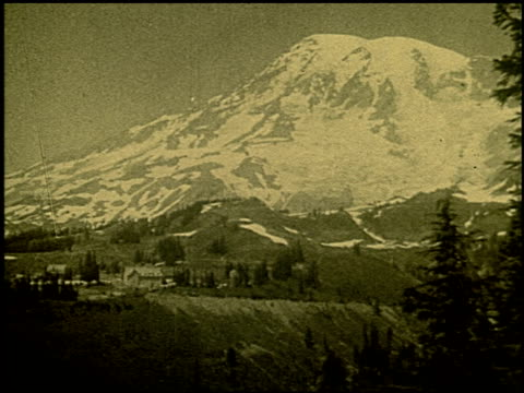 above the clouds in rainier national park - 1 of 12 - mount rainier stock-videos und b-roll-filmmaterial