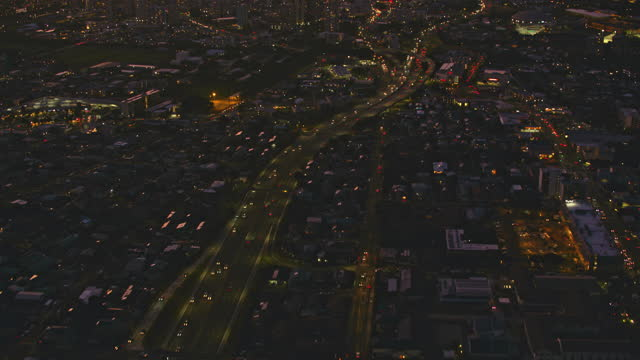 aerial above the lunalilo fwy in honolulu at night - oahu stock videos & royalty-free footage