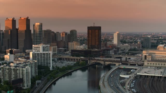 aerial above the schuylkill river in philadelphia, pa at sunrise - philadelphia pennsylvania video stock e b–roll