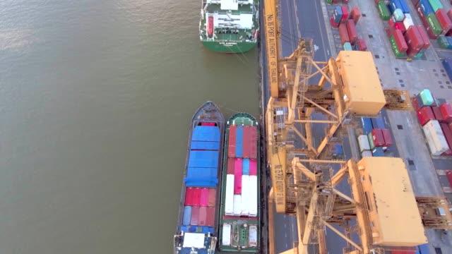 vídeos de stock e filmes b-roll de aerial above:view of transport container at dusk - frente ao mar