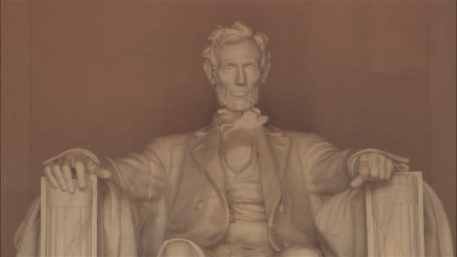 cu abraham lincoln statue, lincoln memorial, washington dc, usa - lincolndenkmal stock-videos und b-roll-filmmaterial