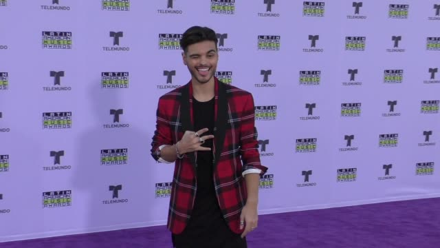vídeos de stock e filmes b-roll de abraham mateo at the 2017 latin american music awards on october 26 2017 in hollywood california - celebridade