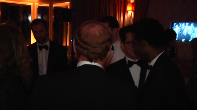 vídeos de stock, filmes e b-roll de jj abrams chris rock and judd apatow at the 2012 vanity fair oscar party hosted by graydon carter inside party at west hollywood ca - judd apatow