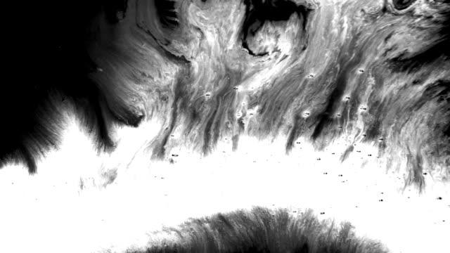 abstrakte und grunge ink splatter ströme - spezialeffekt stock-videos und b-roll-filmmaterial