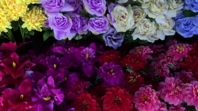 ヴィンテージ バラ、人工植物のカラフルな抽象的な背景 - 花束点の映像素材/bロール