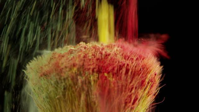 vídeos de stock, filmes e b-roll de fundos abstratos lenta beleza colorida maquiagem pincel pó - pincel