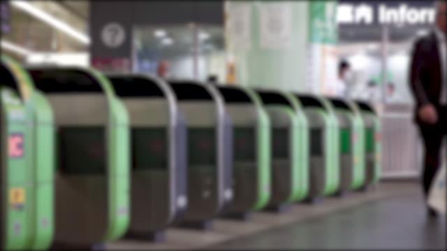 抽象的なぼかし列車のチケットゲート. - 自動改札機点の映像素材/bロール