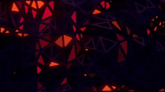 vidéos et rushes de surface sombre futuriste triangulaire abstraite de cg avec des secteurs lumineux lumineux lumineux. fond de mouvement polygonal géométrique. animation numérique en boucle transparente. rendu 3d. 4k, résolution ultra hd - diamand