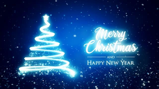 abstrakter weihnachtsbaum im blauen hintergrund mit frohe weihnachten und frohes neues jahrtext. - lichterkette dekoration stock-videos und b-roll-filmmaterial