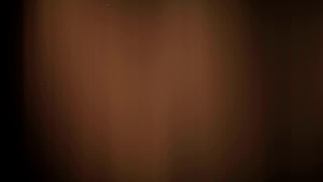 vídeos de stock e filmes b-roll de abstract defocused light background - fuga de luz