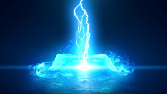 vídeos de stock e filmes b-roll de abstract electric arcs in extreme motion energy or plasma ball - transformador tesla