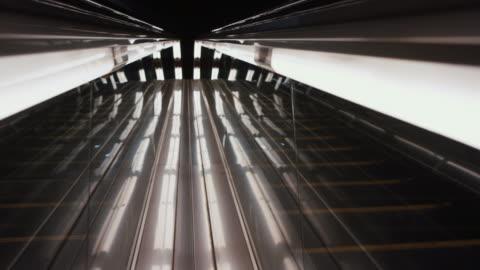 vídeos y material grabado en eventos de stock de abstract escalator with lights - luz led