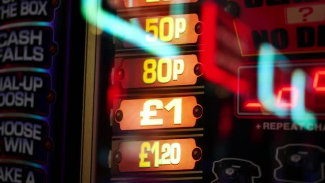4k abstrakte licht im casino, london - um geld spielen stock-videos und b-roll-filmmaterial