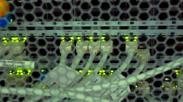 vídeos y material grabado en eventos de stock de resumen luces de servidor de red - presentador de programa de concursos
