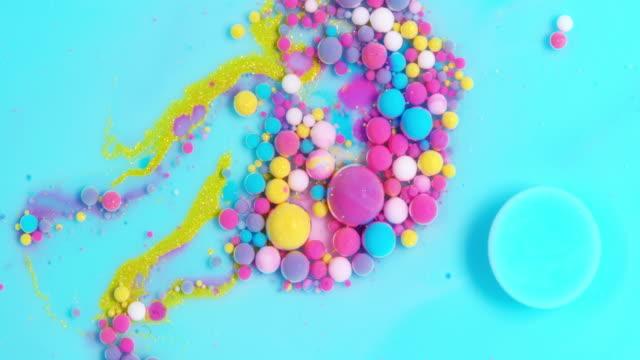 クリエイティブアブストラクト ペイントの動き - pink color点の映像素材/bロール
