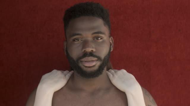 abstract portrait of woman's hands controlling african-american man's face, close up - bar överkropp bildbanksvideor och videomaterial från bakom kulisserna