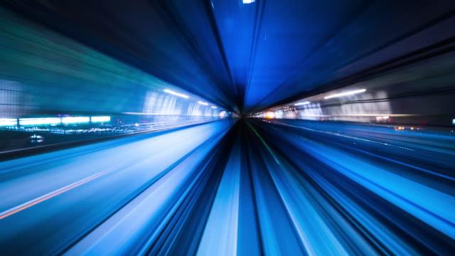 高速道路トンネルにおける抽象化された速度運動 - 行く手点の映像素材/bロール