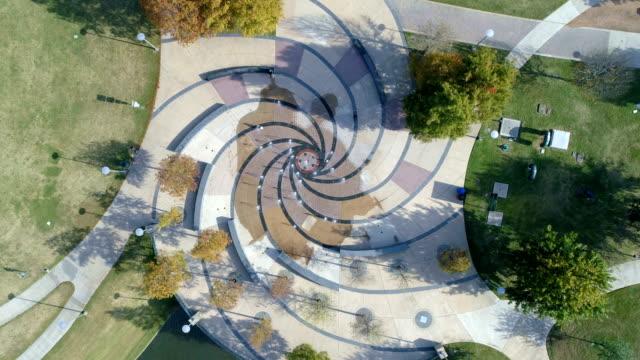 Abstrakte Spirale-modernes Design-Wasser-Brunnen im öffentlichen Park in Austin, Texas