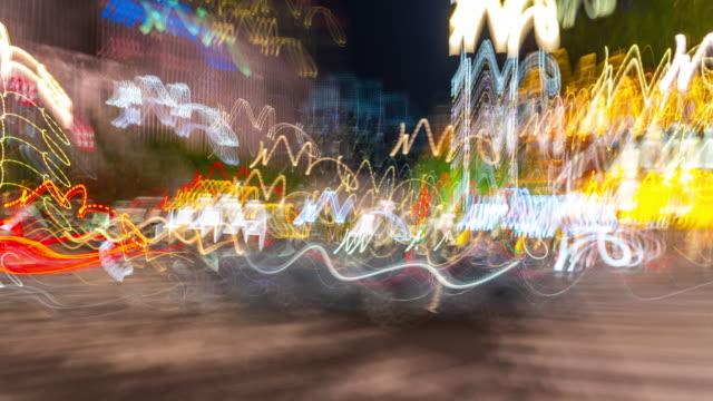 stockvideo's en b-roll-footage met abstract time lapse hyperlapse wandelen in ginza zebra kruising gebied 's nachts in tokio, japan - dronken achter het stuur