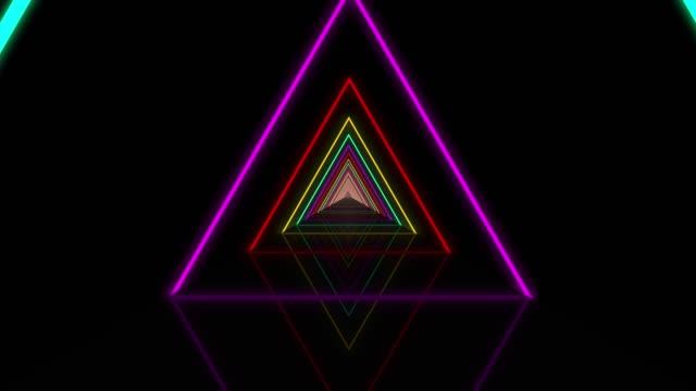 4kの抽象的な三角形のトンネルは、光の線が速く移動します。パワーレイとライトを持つダイナミックパターン。テクスチャコンセプトを転送します。パワーレイとライトを持つダイナミッ� - power line点の映像素材/bロール