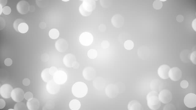 vídeos de stock, filmes e b-roll de resumo branco limpo limpo pó macio de glitter minúsculo em movimento em ascensão em ascensão bokeh partículas de fundo em loopável macio - cinza descrição de cor