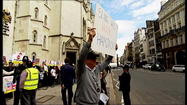 vídeos y material grabado en eventos de stock de abu hamza and four others to be extradited to united states after losing final appeal protester holding placard reading 'sling his hook hamza out'... - placard