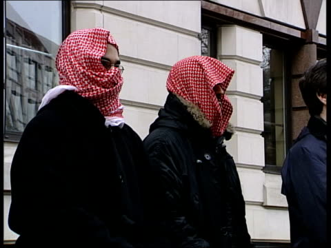 abu hamza trial begins at old bailey england london old bailey muslim supporter of abu hamza speaking into handheld mic during protest outside court... - headdress stock videos & royalty-free footage